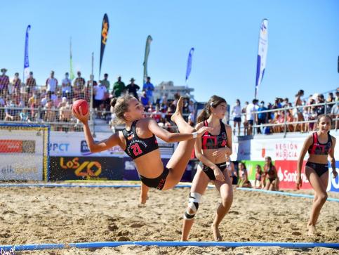 Castilla-La Mancha se convierte en la sorpresa del Campeonato de España de balonmano playa