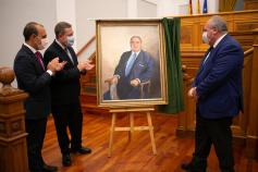 Fernández-Galiano inmortaliza a Vicente Tirado como expresidente de las Cortes de C-LM